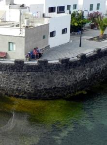 Punta Mujeres, Lanzarote: panchina fronte mare